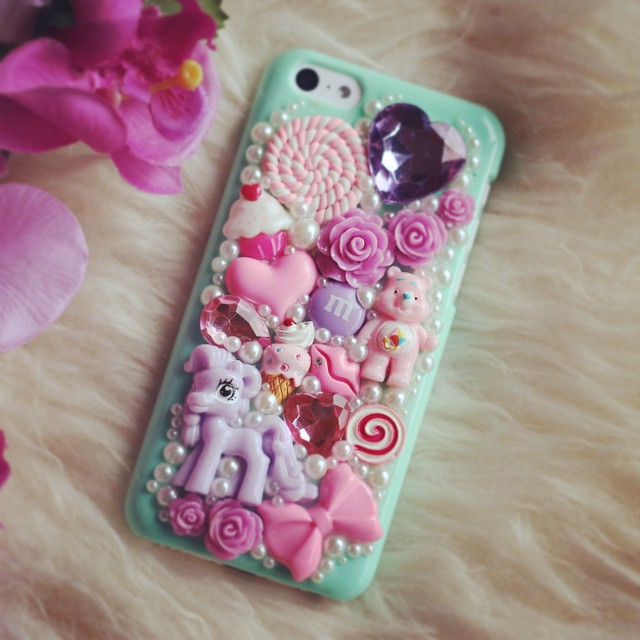GIVEAWAY: Win a Custom phone case from Fi Bourke