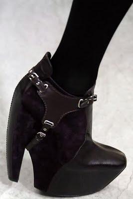 balenciaga-2006-fallwinter-black-harness-boots