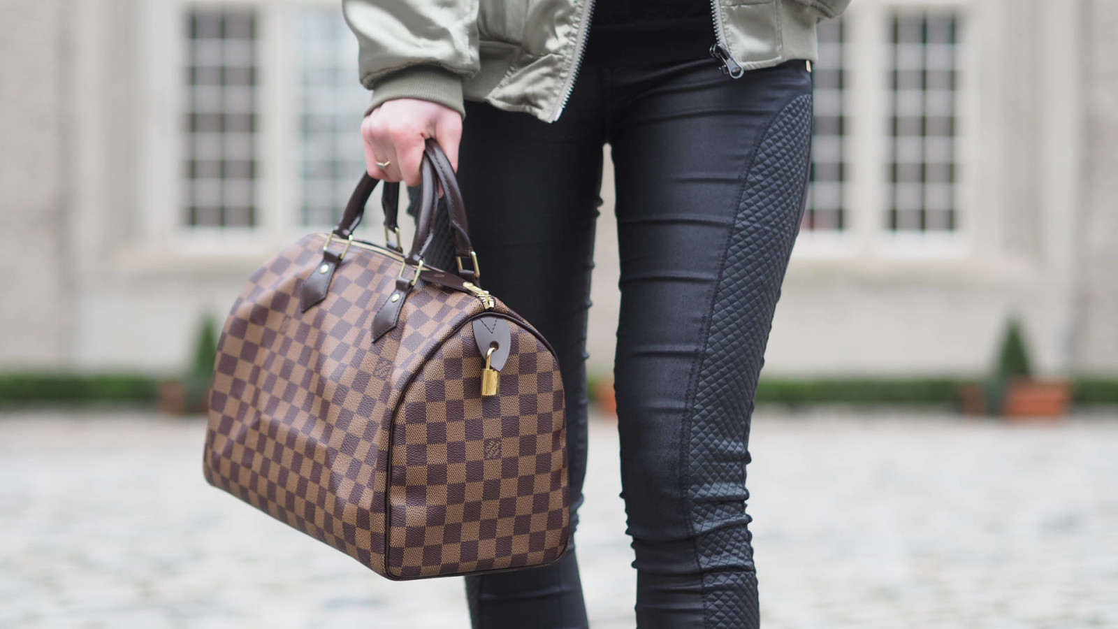 10 TIPS FOR BUYING YOUR FIRST DESIGNER BAG
